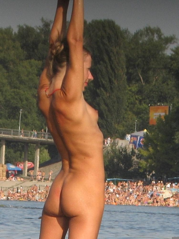 Nude and Beach – Sexy Beach Blonde Teen