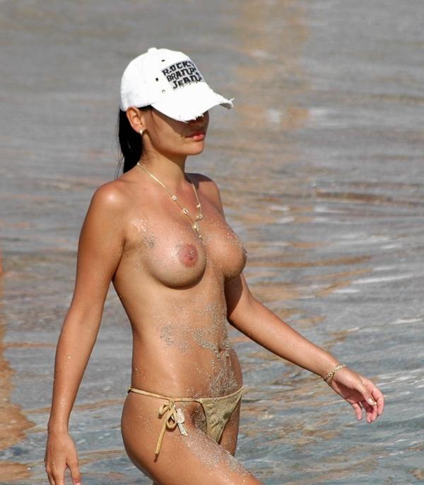 Pussy on Beach – Masturbating On Beach