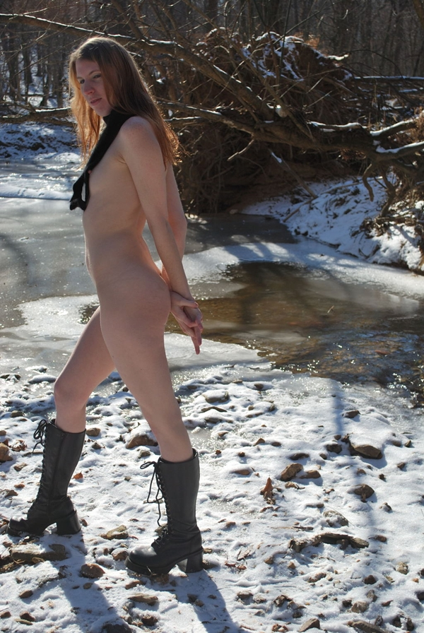 Boobs on Public – Outdoors Sex With Whore