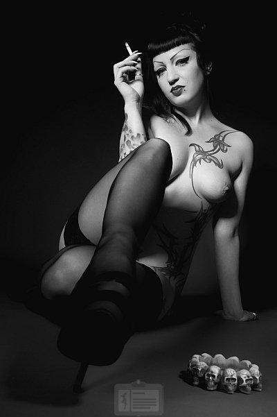 Eveline Black (29)  Gothic Prostitute in Berlin