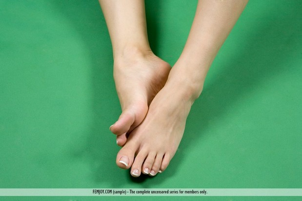 Small perfect teen toes