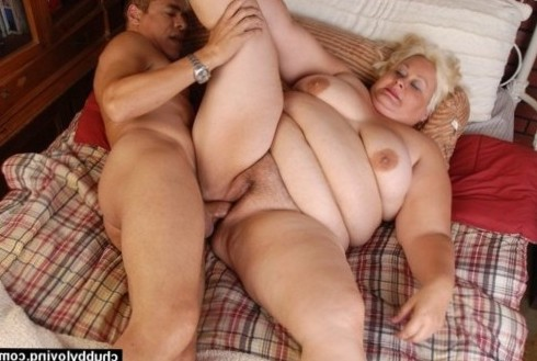 gorgeous blonde BBW with lovely big tittys lies back and enjoys a hard fucking! how much would you like to see Lisa's fat pussy squirt?